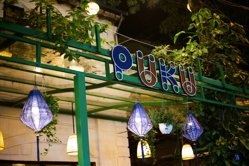 Puku Café and Sports Bar. Ảnh: Lan Như.