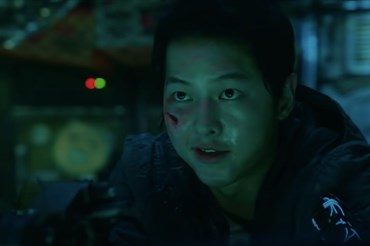 "Song Joong Ki trong phim ""Space Sweepers"". Ảnh cắt clip."