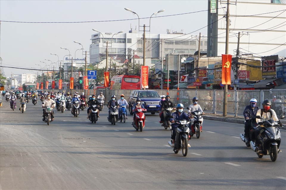 Recognizing the peak of the morning on February 17, Highway 13 - the northeast gateway to Ho Chi Minh City, which is often congested during peak hours, is now open to traffic.  Photo: Minh Quan