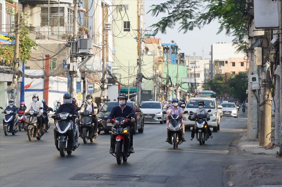 Dinh Bo Linh Street (Binh Thanh District) is usually an obsession with people when traveling at peak hours is still open on the 6th day of the New Year.