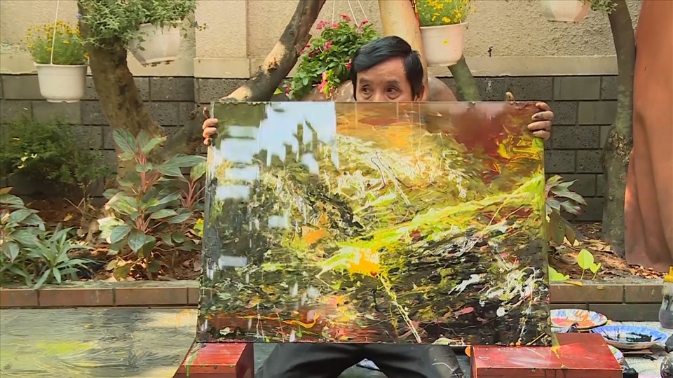 It is known that in 30 years of composing, painter Doan Viet Tien has completed more than 1,000 works.  In particular, a number of works are honored to be displayed at the White House (USA), Cuba headquarters, ...